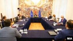 Скопје- Совет за безбедност во кабинетот на претседателот Стево Пендаровски на кој се разгледува ситуацијата со пандемијата со коронавирусот, 19 ноември 2020