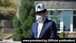 Президент Сооронбай Жээнбеков. Коронавирустан каза болгондорду эскерүү күнү. 2020-жылдын 30-июлу.