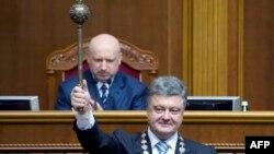 Сьогодні Петро Порошенко склав президентську присягу