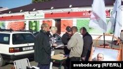 За Някляева подпісы зьбіралі ў Бабруйску ля цэнтральнага рынку.