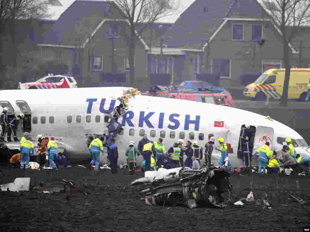 В аэропорту Амстердама при заходе на посадку разбился самолет Turkish Airlines со 135 пассажирами на борту