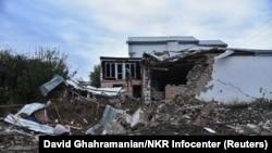 Разрушения близо до фронтовата линия в Нагорни Карабах