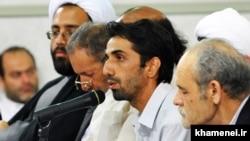 Iranian poetry reciter and sonneteer Hossein Jannati reciting in the presence of Iran's Supreme Leader Ali Khamenei on August 25, 2010.