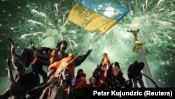 Військові, дипломати, журналісти, жителі нині окупованих територій та звичайні українці. Усіх їх об'єднує любов до свого прапора