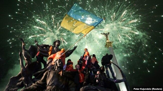 Прихильники Віктора Ющенка під час мітингу в центрі Києва у грудні 2004 року
