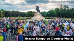 "Участники велопарада ""Белые ночи"""