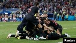 Футболдан әлем чемпионатының ширек финалында Ресей командасын ұтқан Хорватия футболшылары жеңісіне шаттанып жатыр. Сочи, 7 шілде 2018 жыл.