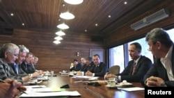 Ресей президенті Дмитрий Медведев оппозиция өкілдерімен кездесуде. Мәскеу, 20 ақпан 2012 жыл.