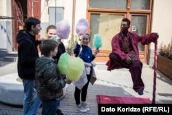 На улицах Тбилиси в эти дни