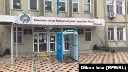 Одна из закрытых на карантин школ в Шымкенте. 31 марта 2021 года.