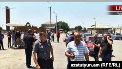 Արշալույսցիները փողոց են փակել, պահանջում են գյուղապետի հրաժարականը