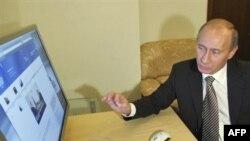 Владимир Путин знакомится с новыми возможностями, которые откроет перед ним его персональная интернет-страница