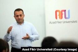 Zöhrab İsmayıl (Foto: Azad Fikir Universiteti)