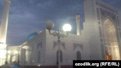 Мусульмане Узбекистана прочитали праздничный намаз в центральной мечети «Минор».