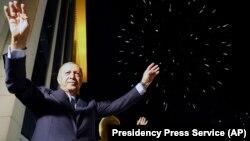 Президент Режеп Тайып Эрдоган шайлоонун алгачкы жыйынтыктары жарыялангандан кийин, Анкара, 25-июнь, 2018-жыл.