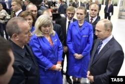 Путин моторлар җитештерү ширкәте эшчесе Богомолов белән аралаша