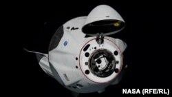 «Крю Дрэгон» приближается к МКС с открытым стыковочным узлом, 31 мая 2020