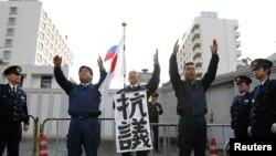 """Японские правые радикалы у российского посольства в Токио в """"День северных территорий"""", 7 февраля 2011 года"""