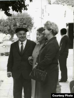 Супруги Шкловские и Мария Олсуфьева (справа)