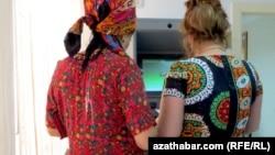 Проблема отсутствия денег в банкоматах наблюдается по всему Ашхабаду (Иллюстративное фото)