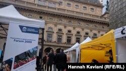 موضوع اصلی کنفرانس امسال «تقویت دمکراسی در زمان تردید» است.