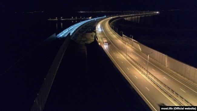 Керченський міст вночі. 12 серпня 2019 року