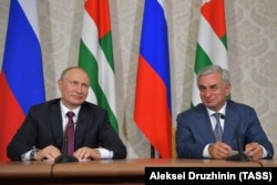 Russian President Vladimir Putin (left) and Abkhazia's de facto leader, Raul Khajimba, earlier this month.