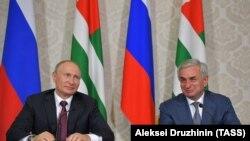 Ռուսաստանի և Աբխազիայի նախագահները Պիցունդայում, 8 օգոստոսի, 2017թ.