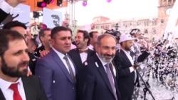Пашинян з прихильниками святкують перемогу (відео)
