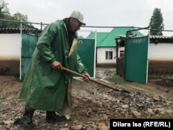 Расчистка улиц в селе Елтай. Шымкент, 14 мая 2020 года.
