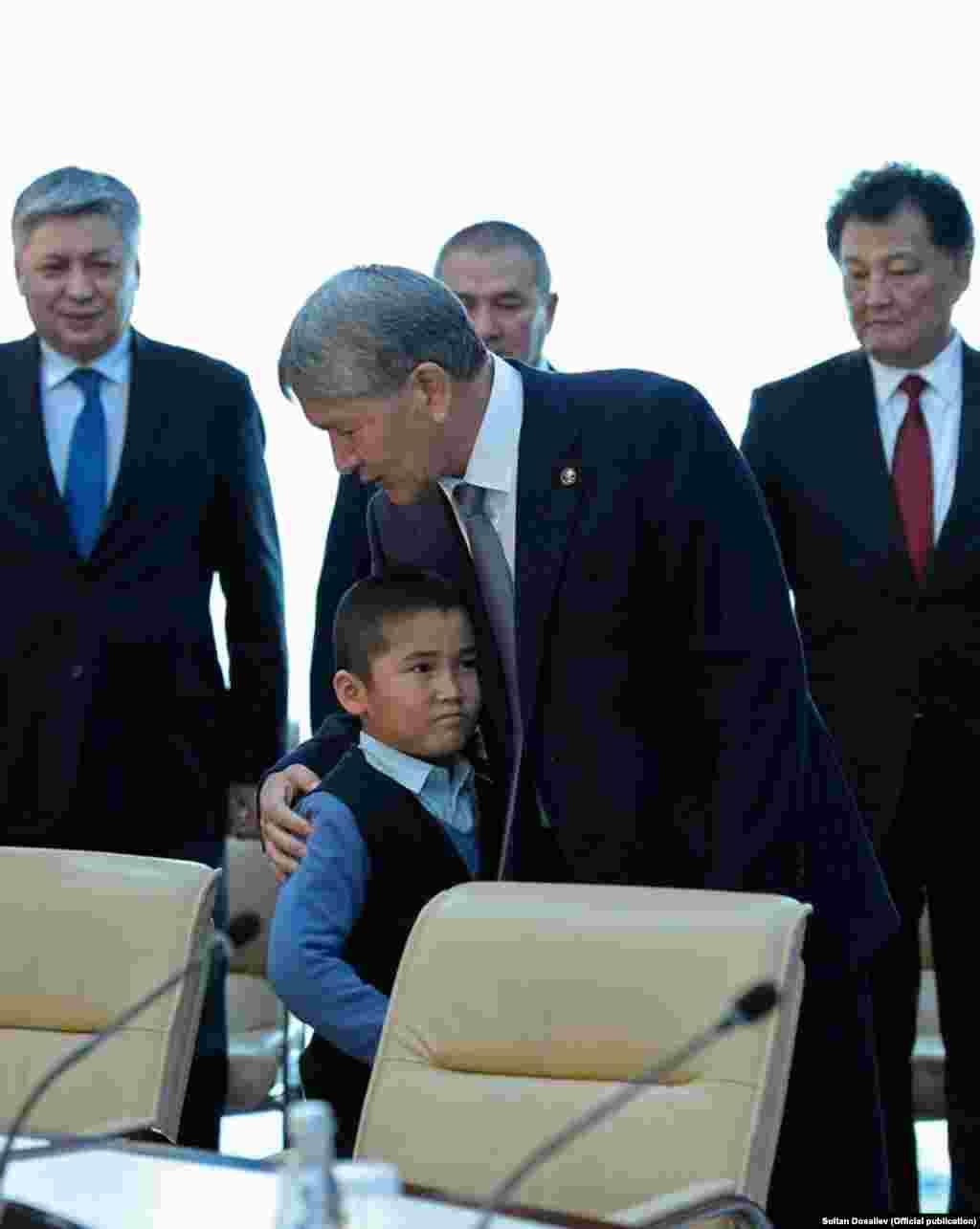 Kyrgyzstan - Bishkek - Atambaev meet with relatives - crash boing 747 - Dacha Su 26.01.2017