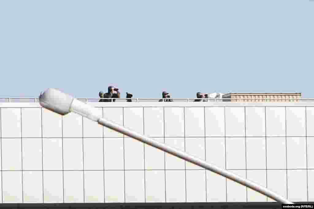 Снайпэры на даху Палацу Незалежнасьці