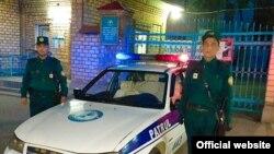 Двое сотрудников 4-го патрульного поста ГУВД города Ташкента, принявшие роды в машине.