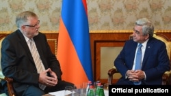 Armenia - President Serzh Sarkisian (R) meets with Herbert Salber, the European Union's special representative to the South Caucasus, in Yerevan, 6Jul2016.