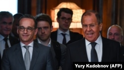 Russian Foreign Minister Sergei Lavrov (right) and his German counterpart Heiko Maas (left) in Moscow on May 10.
