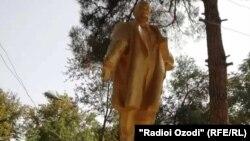Тәжікстандағы қалпына келтірілген Ленин ескерткіші