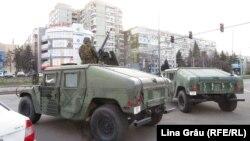 Armata a fost scoasă in stradă pentru a ajuta la aplicarea măsurilor de combatere a epidemiei de coronavirus