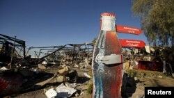 Вид на завод Coca-Cola после авиаударов международной коалиции под руководством Саудовской Аравии в Сане. Йемен, 30 декабря 2015 года.