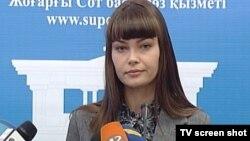 Оксана Петерс, официальный представитель Верховного суда, на пресс-конференции. Астана, 26 марта 2012 года.