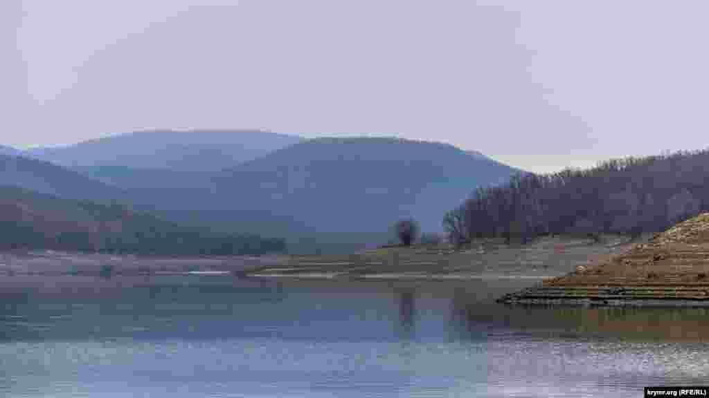 Водохранище питается водами реки Альма, сбегающей со склонов Чатыр-Дага