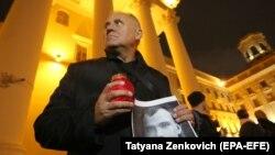 Микола Статкевич на мітингу пам'яті жертв сталінських репресій перед будівлею білоруського КДБ, Мінськ, 29 жовтня 2017 року