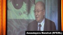 Кадр из документального фильма об Алтынбеке Сарсенбаеве. Алматы, 11 сентября 2012 года.