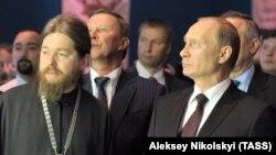 Епископ Тихон (Георгий Шевкунов) и президент России Владимир Путин