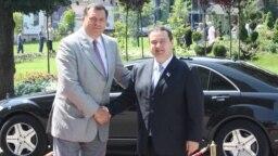 Tadašnji predsjednik Republike Srpske Milorad Dodik i premijer Srbija Ivica Dačić u banja Luci u julu 2013.