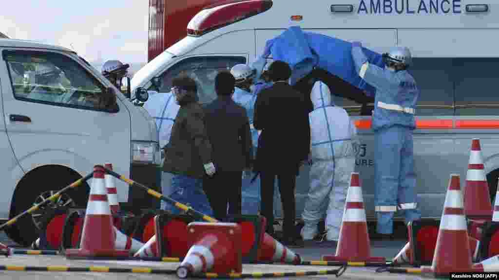 При усиленных мерах безопасности больныхдоставляют в специальную больницу у Йокогамы