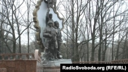 Монумент «Захисникам Луганщини» – з «казаком» «Бабаєм»