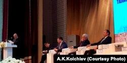 Кыргызстандык профессор Медеткан Шеримкулов баяндама жасоодо. ТаразМУ. 14-ноябрь, 2019-жыл.