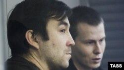 Російські військові Євген Єрофеєв (ліворуч) та Олександр Александров під час засідання суду. Київ, архівне фото