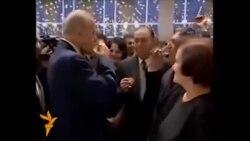 Heydər Əliyev şairlə araq vurur- [video]