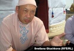Даулет Шокпаров, художник, директор музея прикладного искусства имени мастера Даркембая. Астана, 5 июля 2012 года.